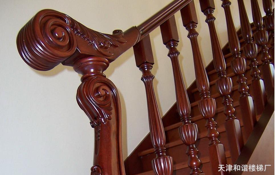 花楼梯屏风隔断装修效果图   无锡成都雕花实木楼梯价格